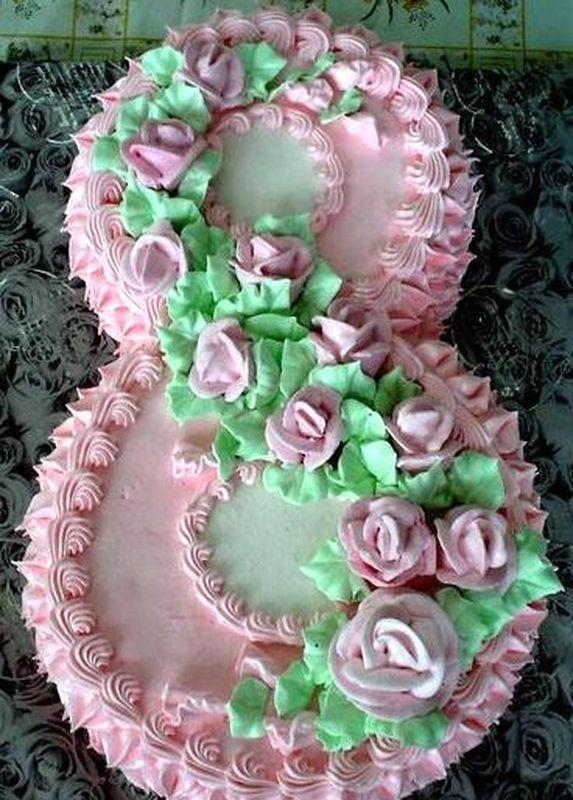 Директор новоуральской школы искусств на 8 марта испёк для 96 коллег торт